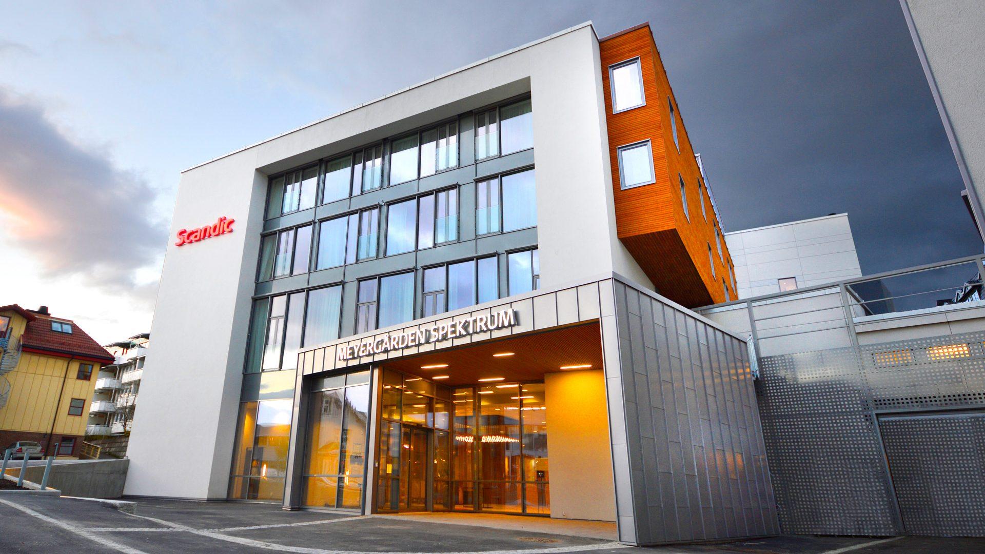 Meyergården Spektrum fasade med inngangsparti