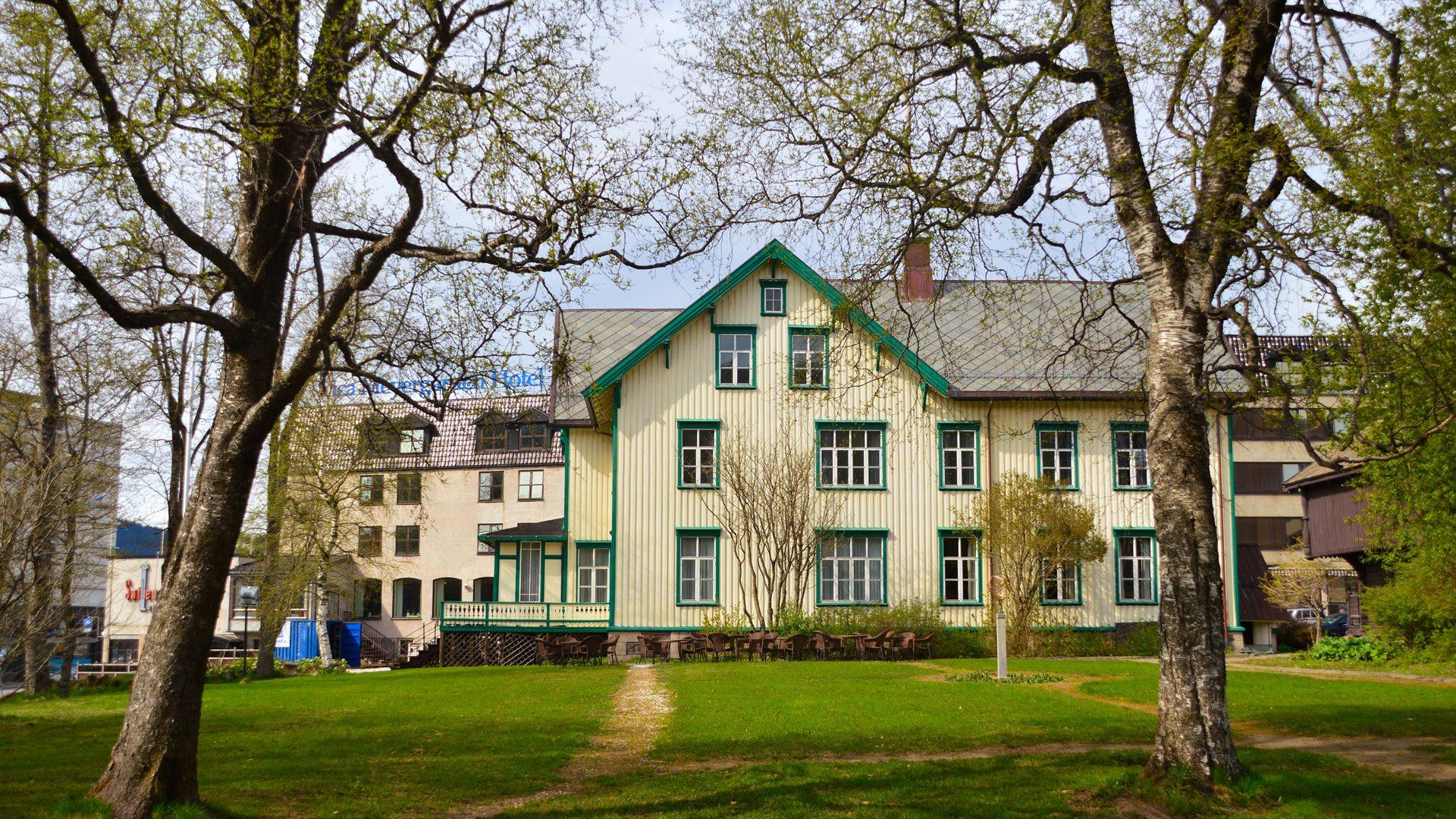 Meyergården Hotell gammelbygg sett fra hagen