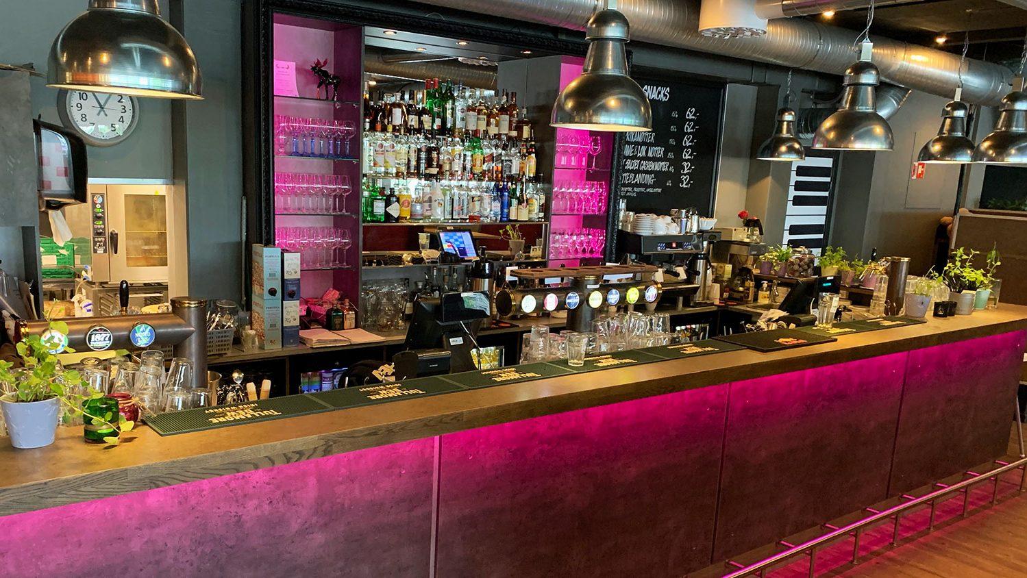KRED Pub&Cafè Fargerik lyssetting i Baren