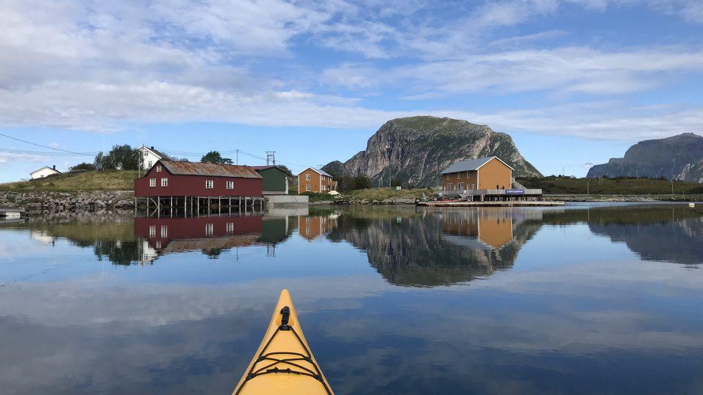 Kajakkpadler på tur inn mot Støtt Brygge