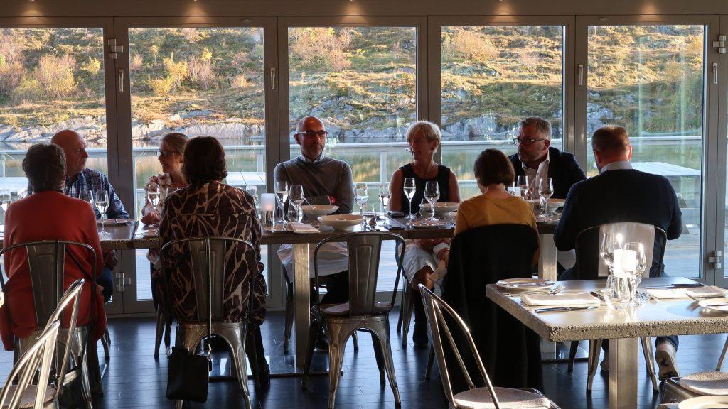 Matopplevelse med venner på Torghatten Strandrestaurant