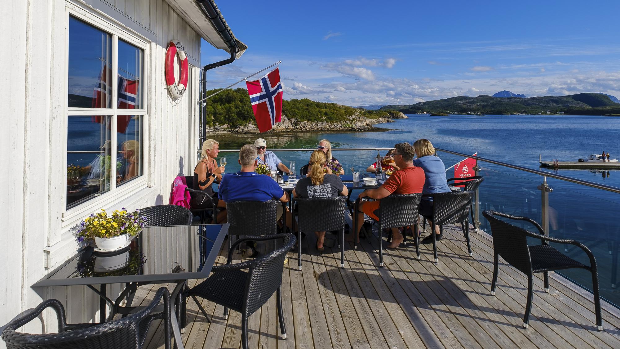 Utsikt over Lurøy, Onøy og Røssøya fra Lurøyfjellet