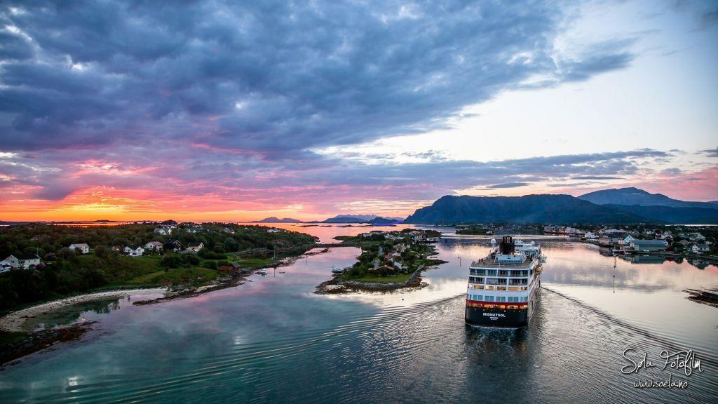 Kveldsbilde over Brønnøysundet, fra Brønnøybrua