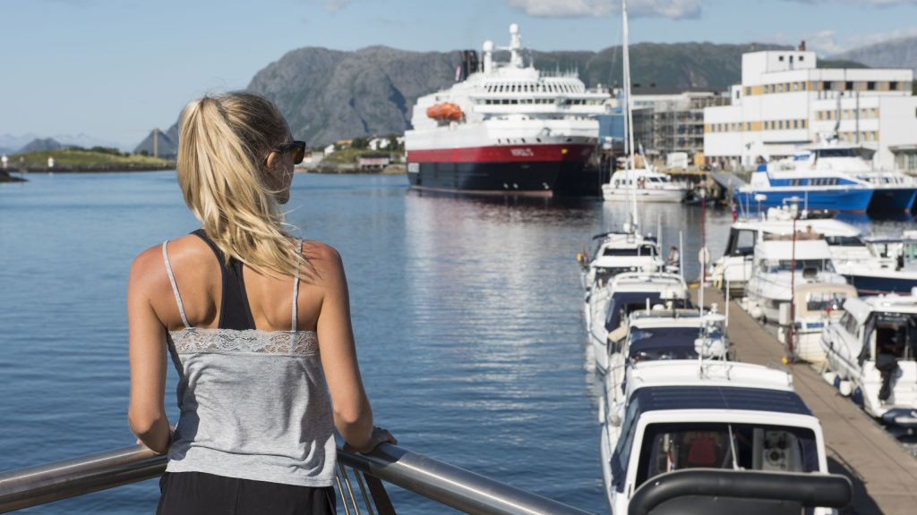 Brønnøysund havn med Hurtigruta