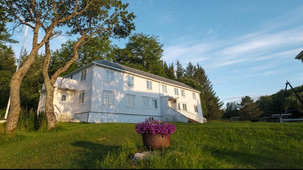 Røssøygården hovedhus fra utsiden