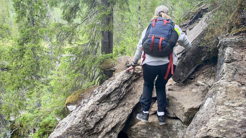 Turen til Marmorslottet går for det meste på en god skogssti, men enkelte partier er lite tilrettelagt og krever litt klyving.